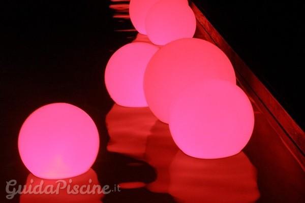 Tre accessori per illuminare la piscina a festa - Luci per piscina ...