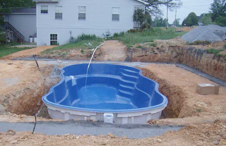 I vantaggi delle piscine in vetroresina tecnologia for Piscina economica