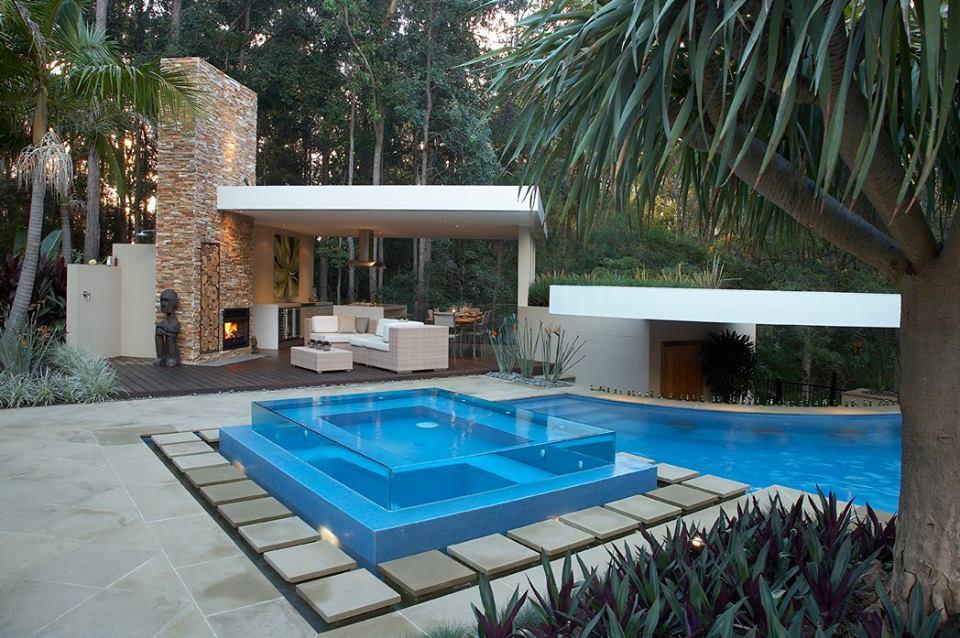 Le idee pi stravaganti in piscina - Piscina in vetro ...