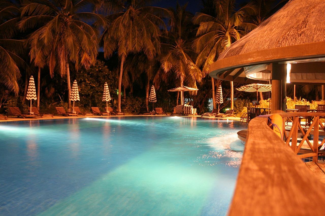 Capodanno a bordo piscina - Capodanno in piscina ...
