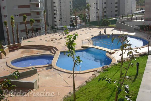Regole e regolamenti per la piscina condominiale for Regole di condominio