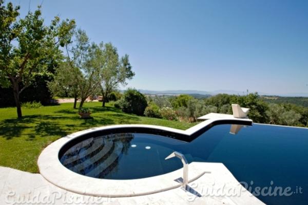Le ultime novit in rivestimenti per piscine for Piscina fondo nero
