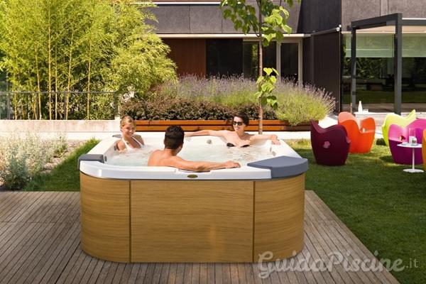 Il benessere di un idromassaggio nel giardino di casa - Minipiscina giardino ...