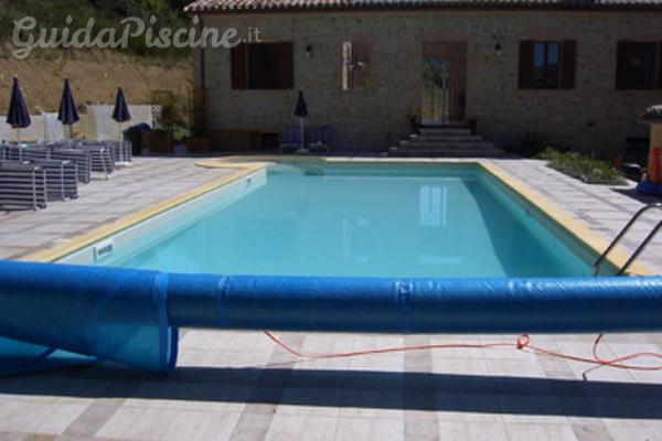 Chiusura invernale della piscina svuotare o non svuotare - Rivestimento piastrelle per piscine ...