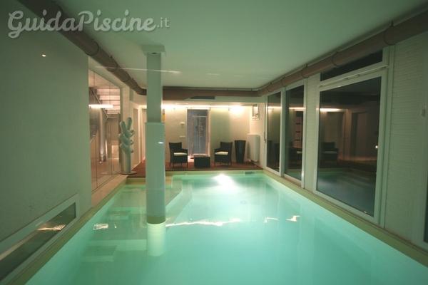 Tutto sulle piscine interne dalla progettazione alla for Piccoli piani di casa con piscina coperta
