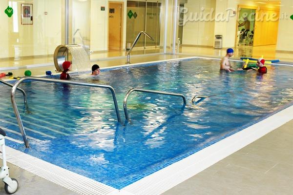 Piscine accessibili ai non vedenti la piscina come luogo - Orientamento piscina ...