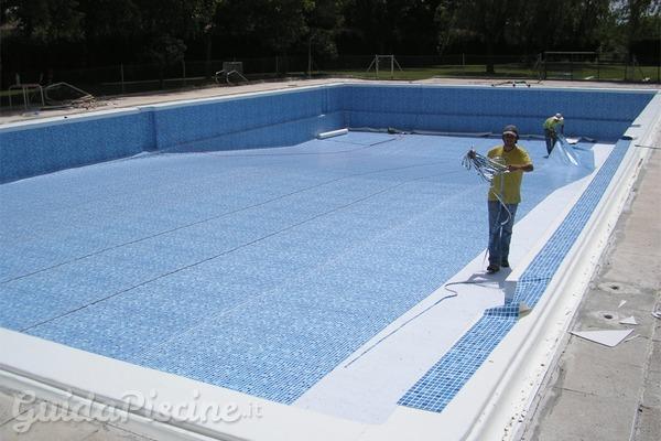 Ristrutturare la piscina costa meno che comprarne una for Riparare piscina