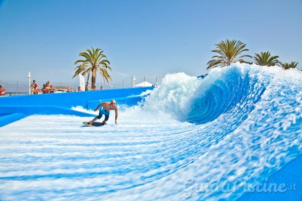Le onde migliori si cavalcano in piscina