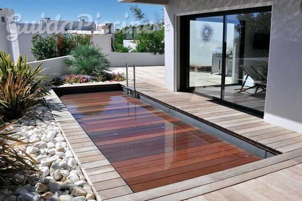 la piscina con pavimento mobile