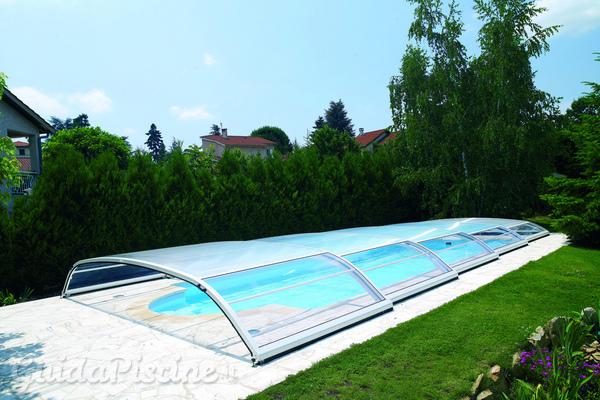 In crescita la domanda di coperture e climatizzazione per prolungare l'uso della piscina