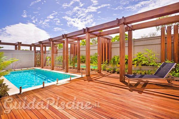 Come tenere al meglio la terrazza della tua piscina?