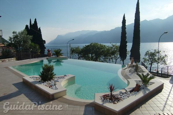 Tutte le tipologie esistenti di piscine a sfioro - Foto di piscine interrate ...