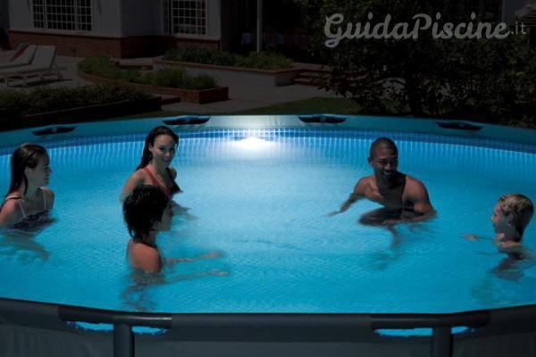 Il faro a led magnetico per piscine fuori terra for Faretti per piscine fuori terra