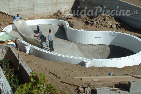 Gli innumerevoli vantaggi di una piscina in casseri for Costruire piscina fai da te