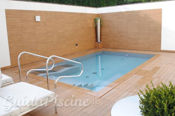 Piccole piscine per piccoli giardini for Arredo ville e giardini