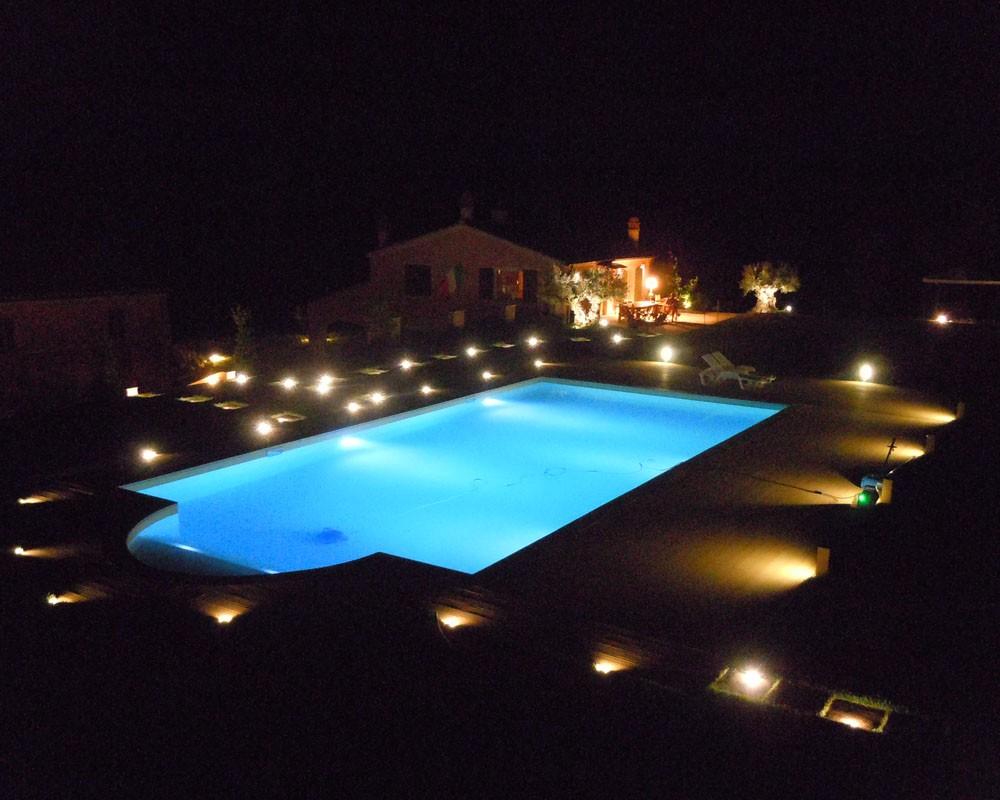 Illuminazione Giardino Con Piscina : Consigli per l arredamento del tuo giardino con piscina