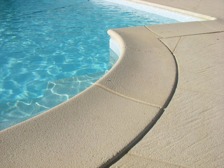 Il podio dei bordi perimetrali in piscina - Piante per bordo piscina ...