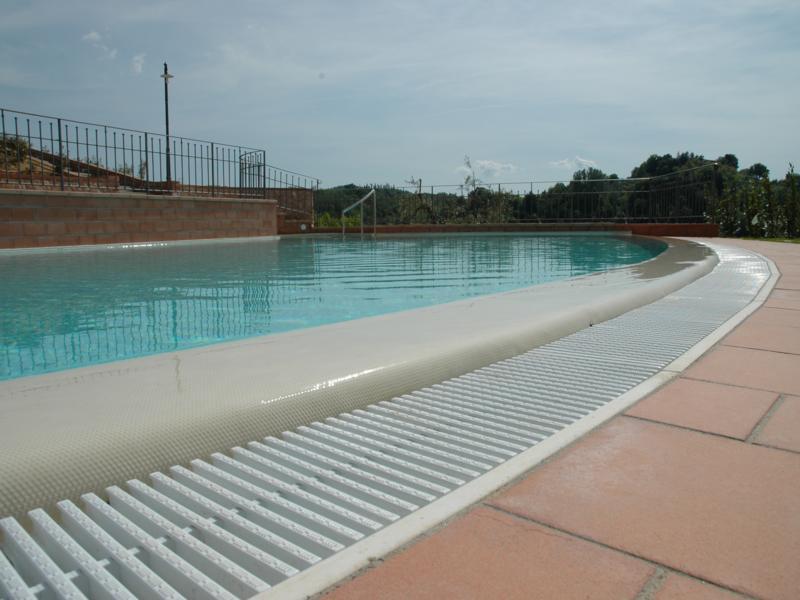 Tutte le tipologie esistenti di piscine a sfioro - GuidaPiscine.it