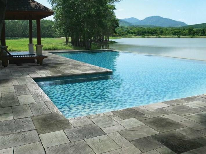I migliori materiali per la pavimentazione del solarium for Pavimentazione per piscine fuori terra