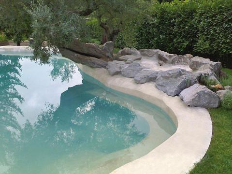 Piscine con acqua minerale per migliorare il trattamento for Garten pool erfahrungen
