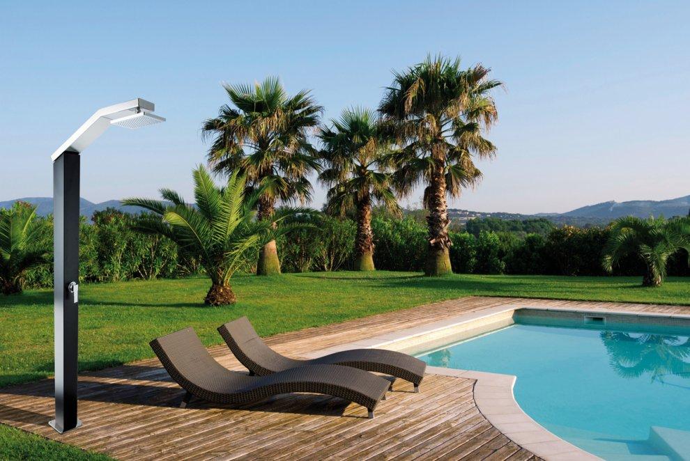 Gli accessori indispensabili per l 39 igiene dei bagnanti in - Doccia solare per piscina ...