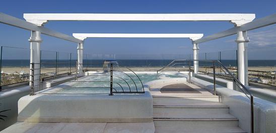 Un tuffo nel design: piscine che fanno la differenza - GuidaPiscine.it