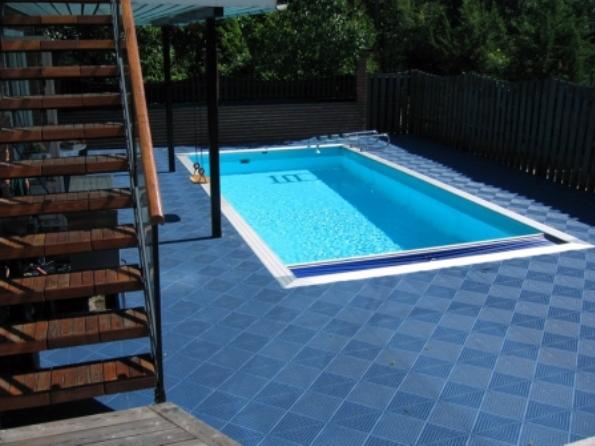 3 tipi di pavimenti portatili utili per la tua piscina for Pavimenti per piscine