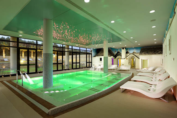 Un tuffo nelle piscine pi belle del litorale italiano for Belle case con piscine