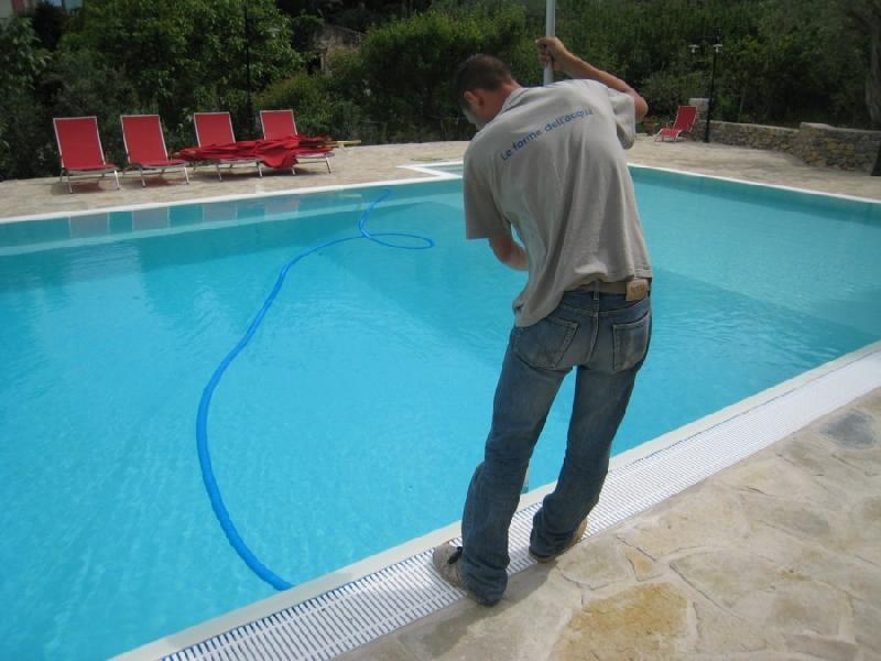 Le regole da seguire per la chiusura della piscina for Clorazione piscine