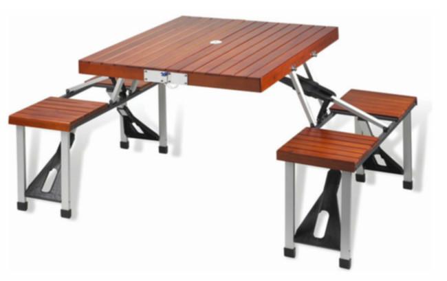 Tavolo Legno Richiudibile Con Sedie.Sedie E Tavoli Pieghevoli Per Preparare La Piscina Alla Primavera