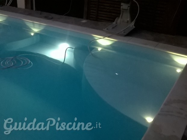 illuminazione led scale piscina