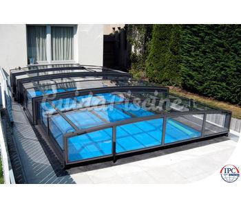 Modello basso di copertura scorrevole per piscina viva for Coperture piscine fuori terra bestway