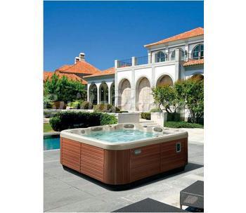 Vasca idromassaggio da esterno essedue piscine for Piscine da esterno offerte